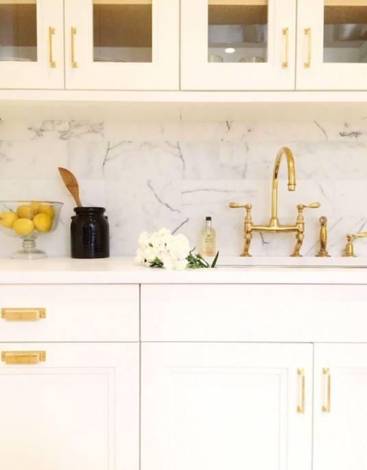 Кухня белая с золотом