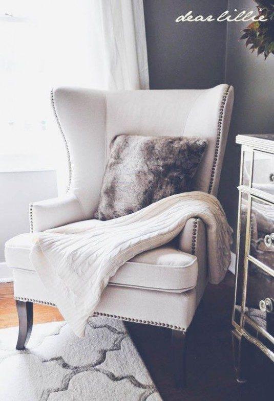 кресло с покрывалом
