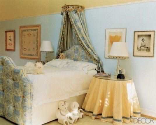 большая кровать с балдахином