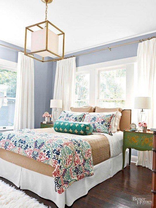 Окно над кроватью