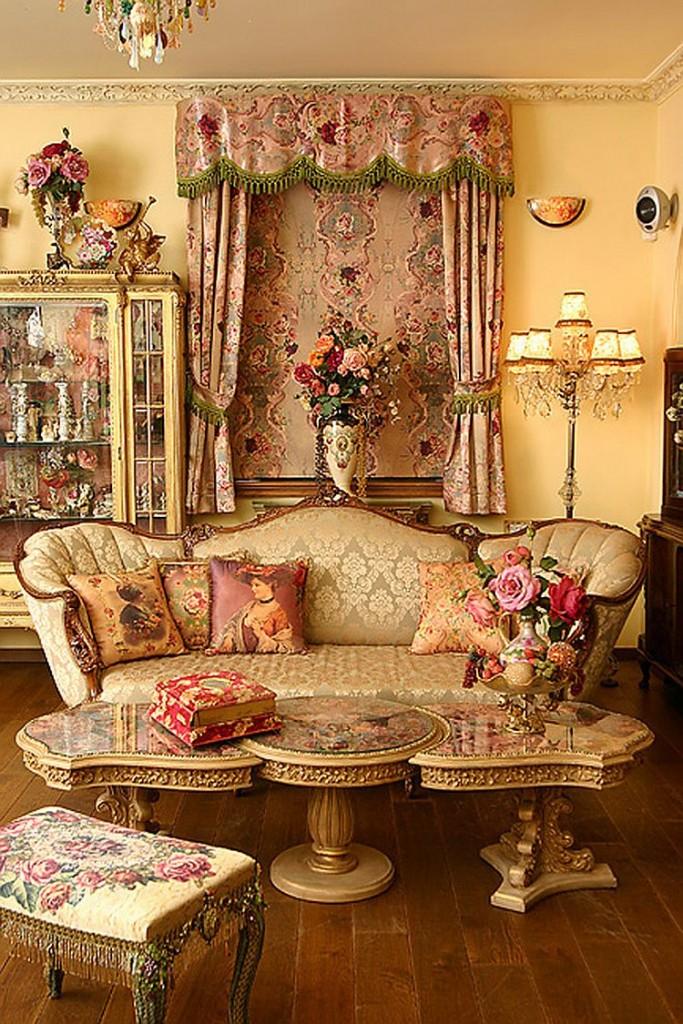 Цветные узоры в классической гостиной