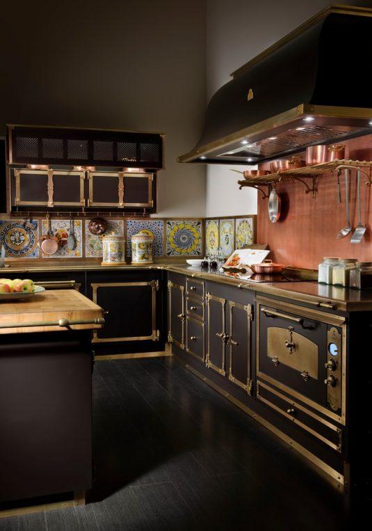 интерьер кухни черными фасадами