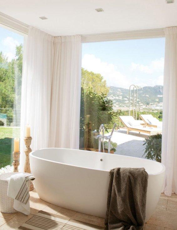 дизайн большой ванной комнаты с окном фото