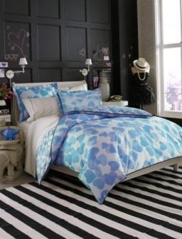 Спальные комплекты яркого постельного белья.