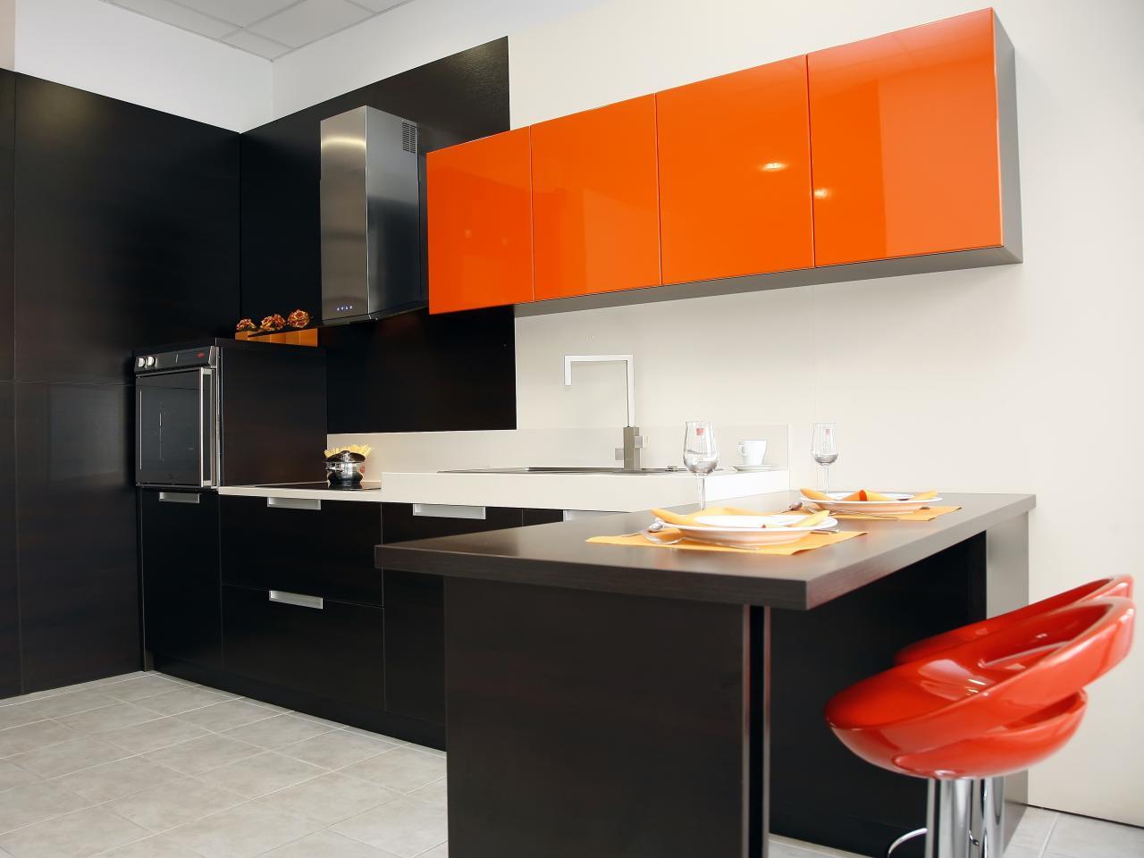 сочетание оранжевого цвета в интерьере кухни