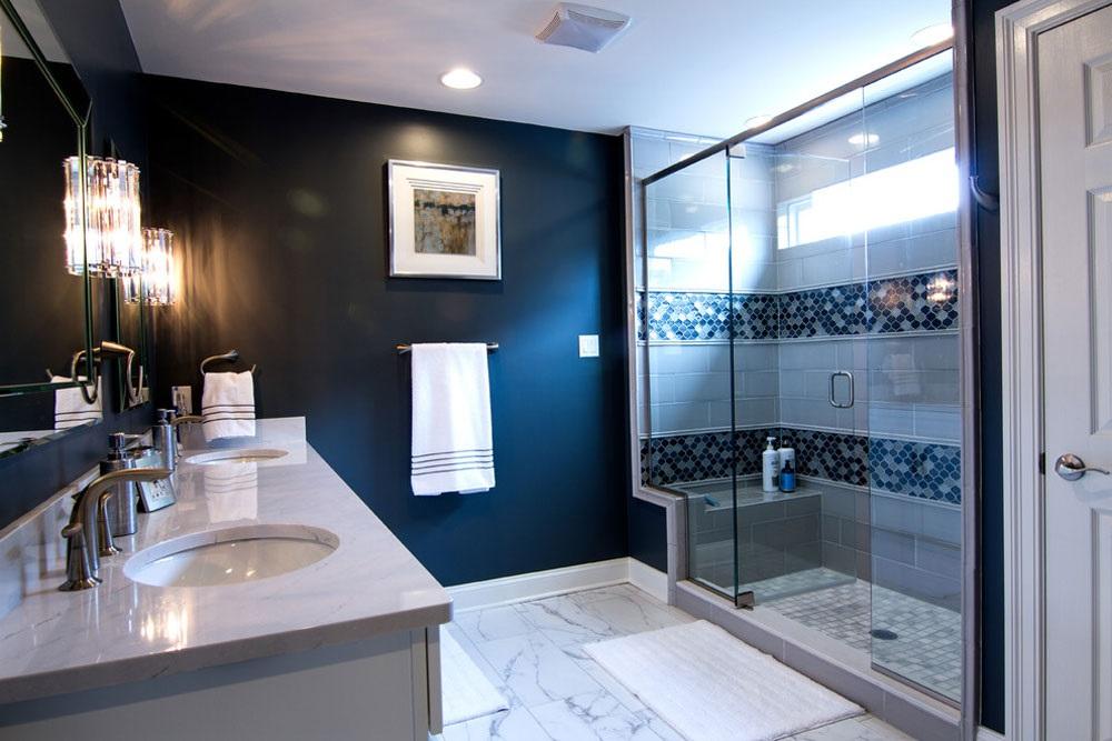 синя плитка у ванній фото