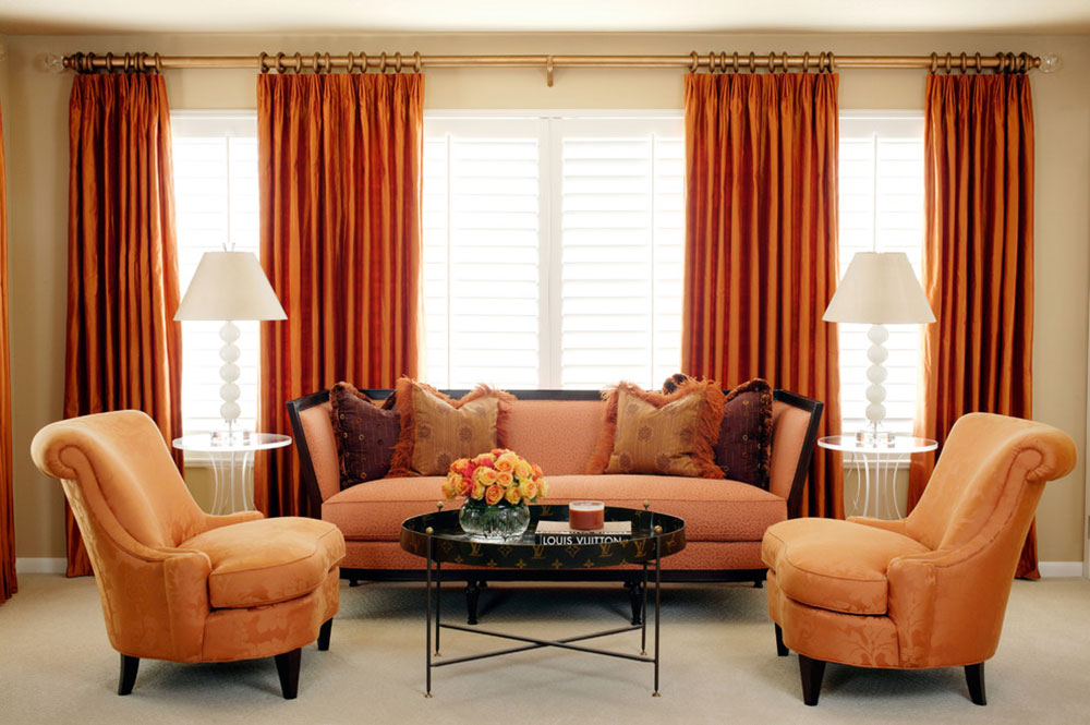 помаранчевий диван в інтер'єрі фотографії