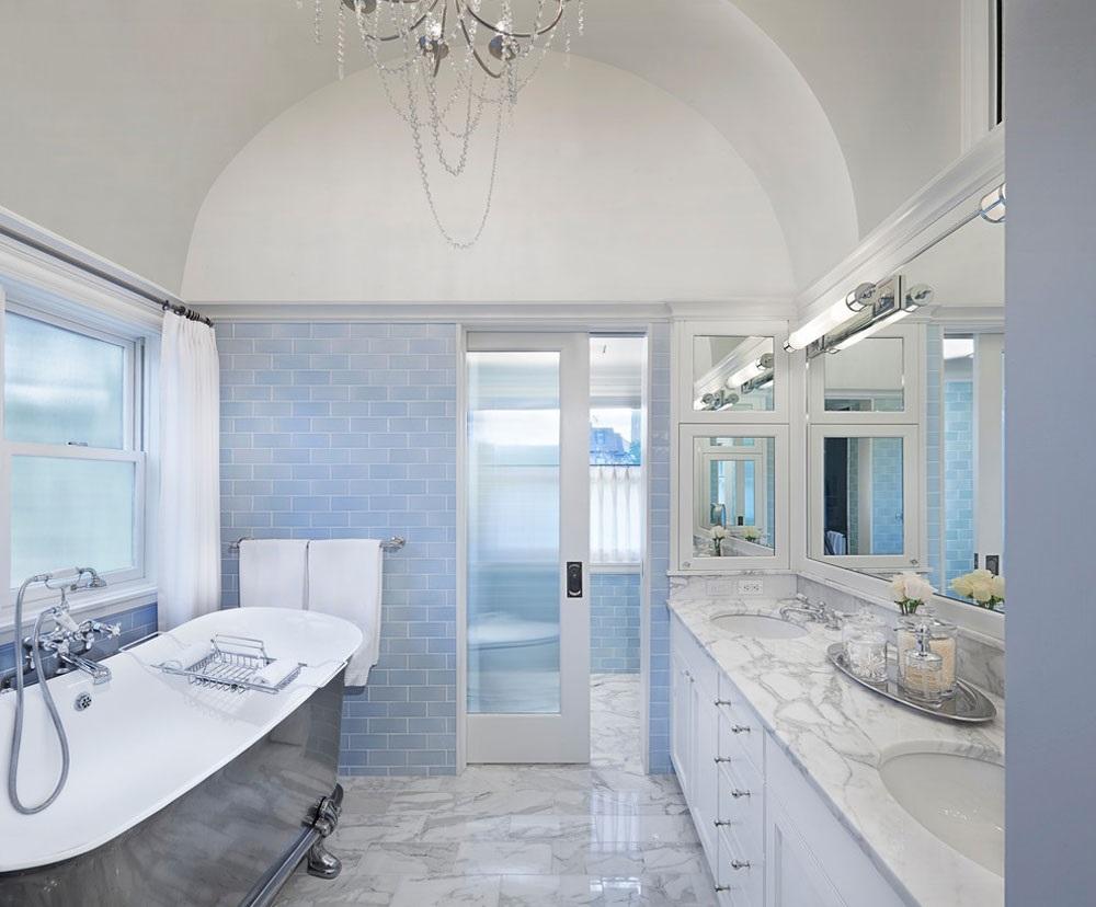 блакитна плитка у ванну