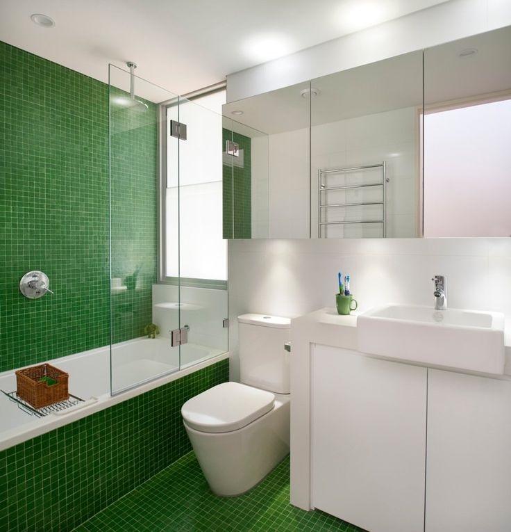 біло-зелена ванна кімната