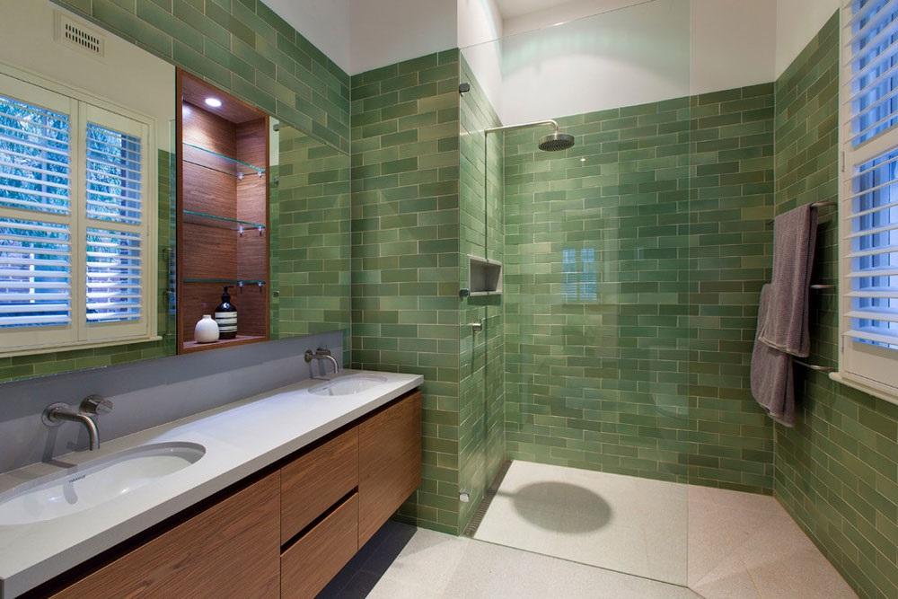 ванна кімната з зеленим кахлем