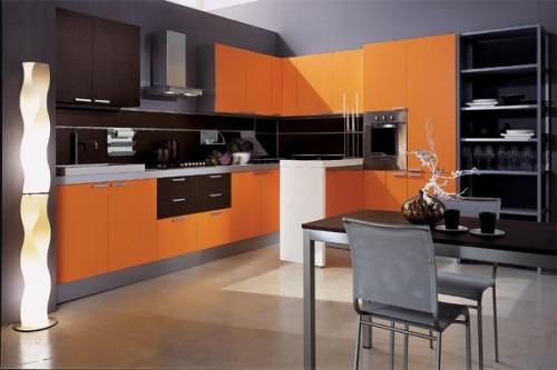 з яким кольором поєднується оранжевий колір в інтер'єрі