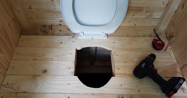 туалет з унітазом на дачі своїми руками
