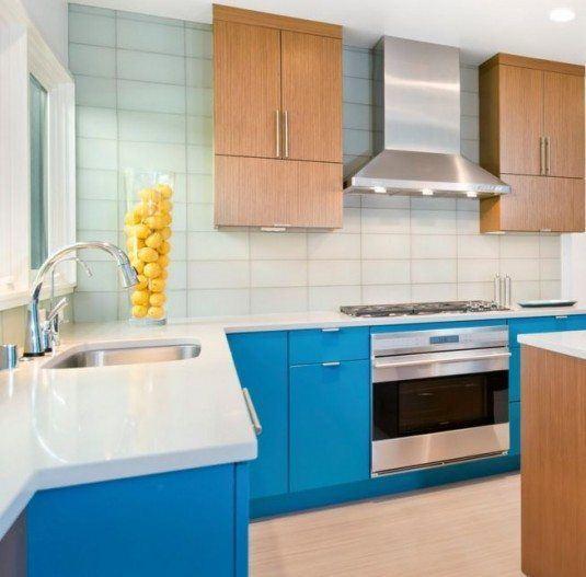 Кухня блакитного кольору