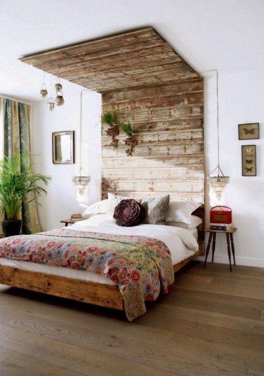 стіна в спальні над ліжком