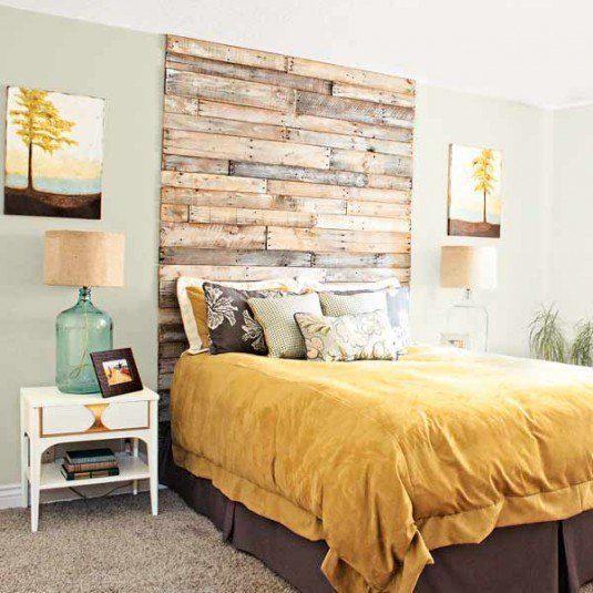 стіна над ліжком