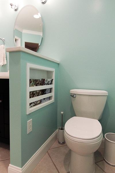 вбудована полиця у ванні