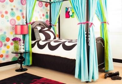 Чудове ліжко з балдахіном, для маленької принцеси