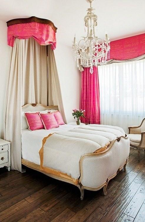 Ліжко з балдахіном