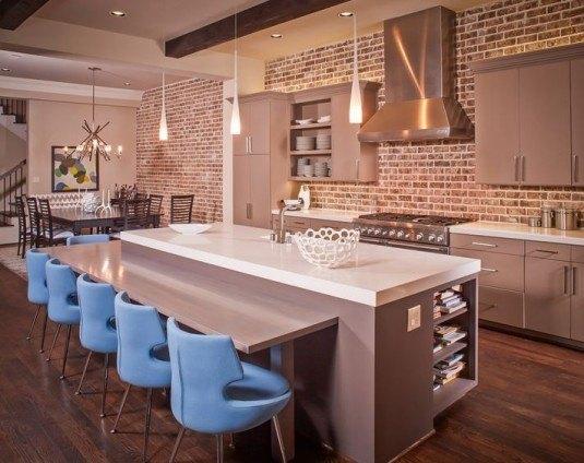 кухня вітальня з цегляною стіною