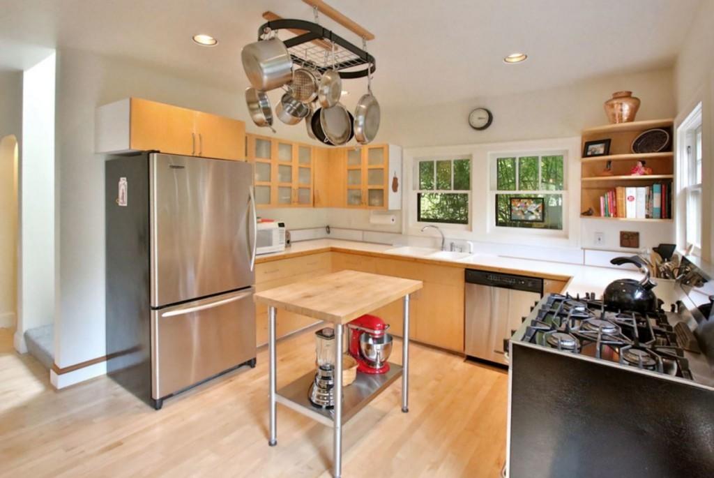 набір кухонного посуду з нержавіючої сталі