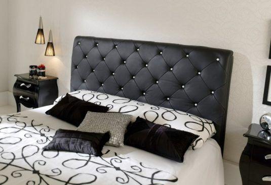 подушки на ліжку фото