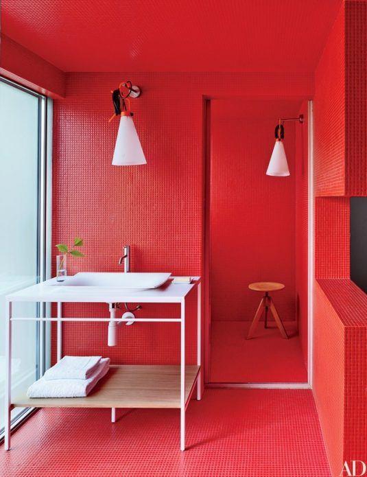 дизайн ванної кімнати в червоному кольорі