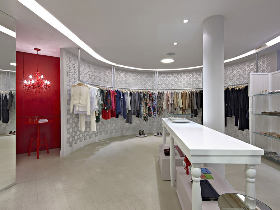 інтер'єр магазину жіночого одягу