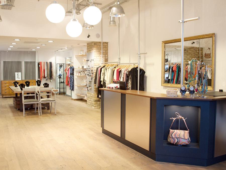 інтер'єр магазину одягу