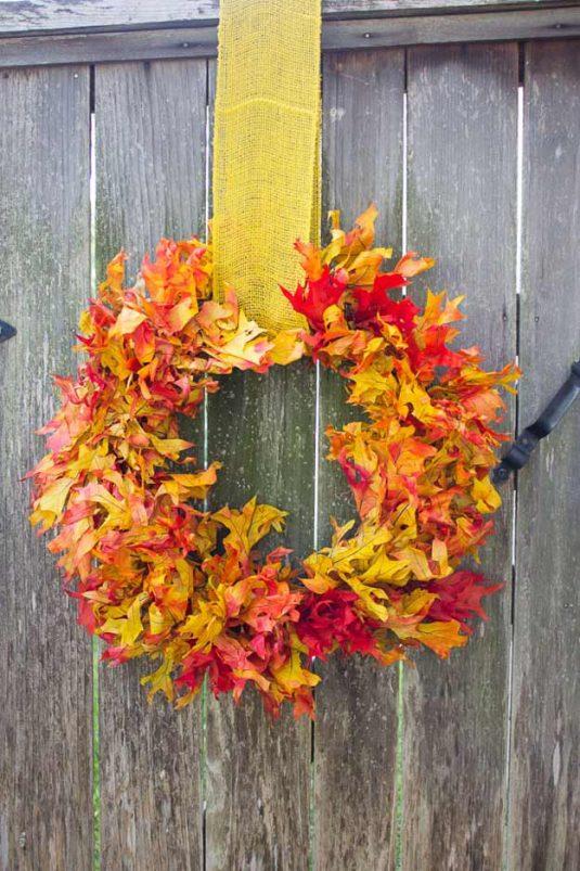 вінок з осіннього листя