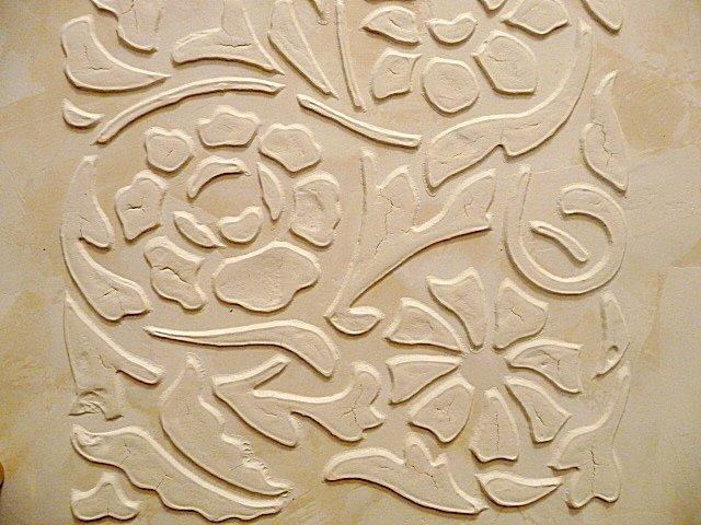 барельєф на стіні фото
