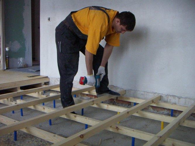 дерев'яна підлога на балконі