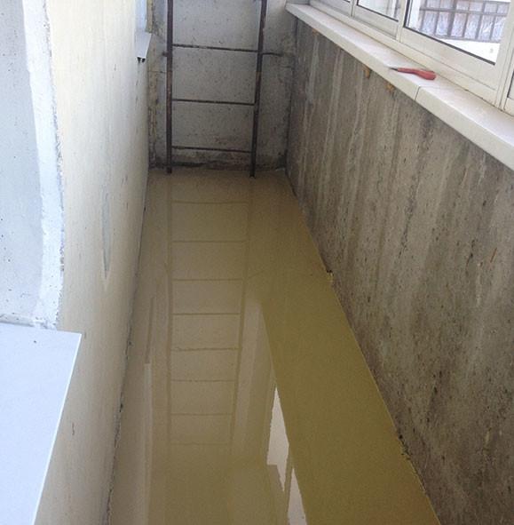 наливна підлога на балконі