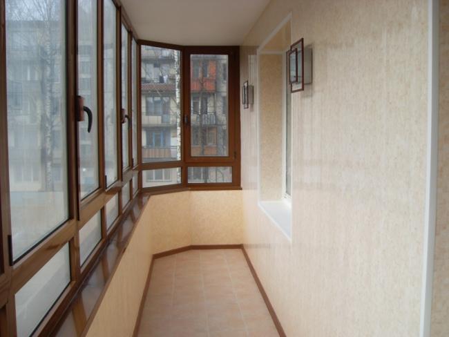 Стіни на балконі