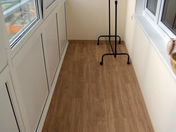 підлога на балконі