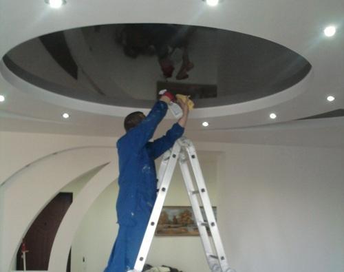 самостійний ремонт натяжної стелі
