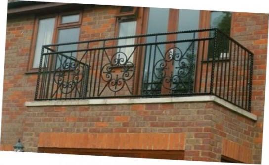 ковані балкони в приватних будинках фото