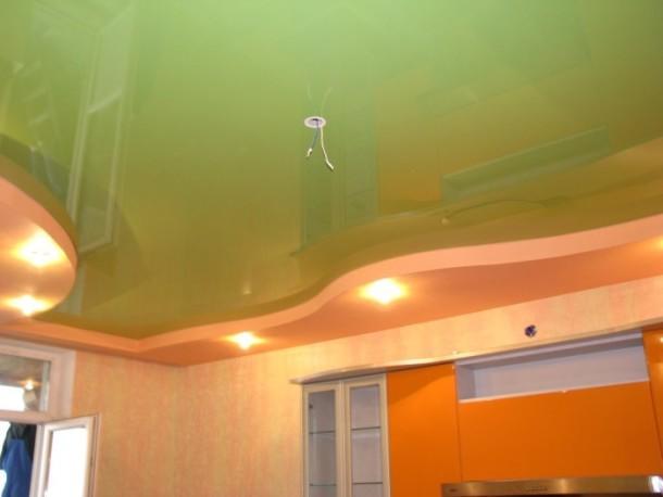 кольорові натяжні стелі