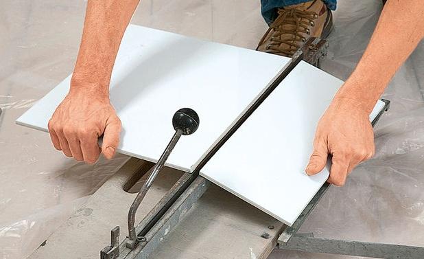 как правильно класть плитку в ванной на стены
