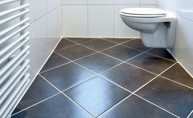 как правильно класть плитку на пол в ванной