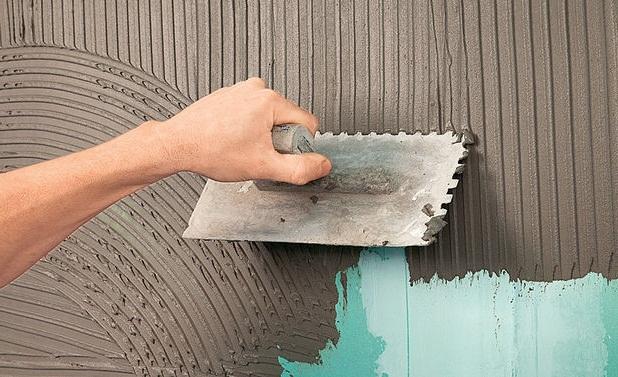 как положить плитку на стену в ванной своими руками