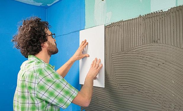 как положить плитку в ванной на стены