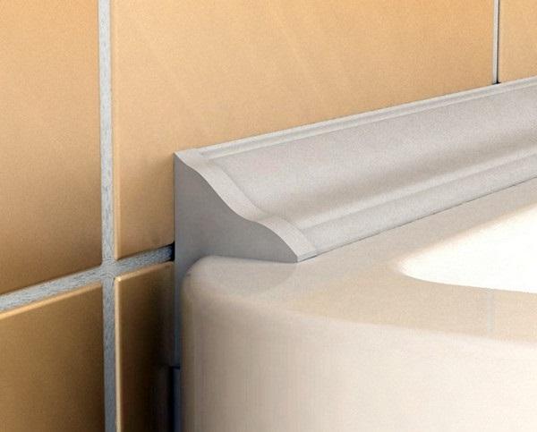 як закрити щілину між ванною і стіною бордюром