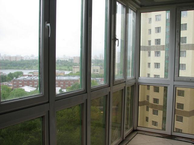 панорамне скління балкону