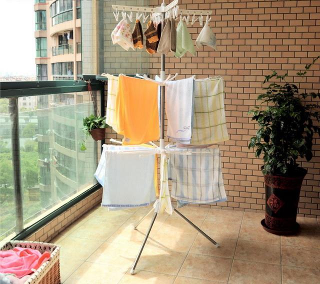 сушка для білизни на балконі фото