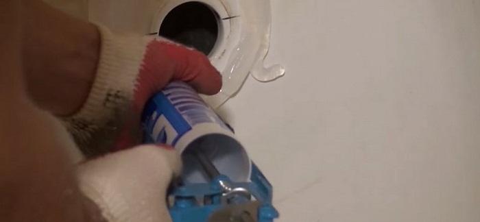 монтаж акрилового вкладыша в ванну