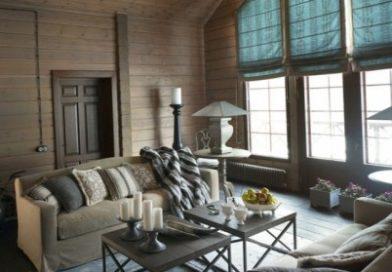 Відмінний дизайн вітальні стилі кантрі в заміському будинку.