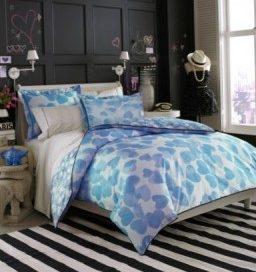Спальні комплекти яскравої постільної білизни.