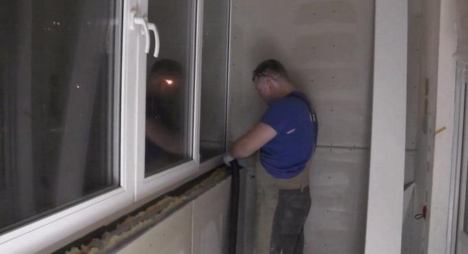 як встановити підвіконня на балконі