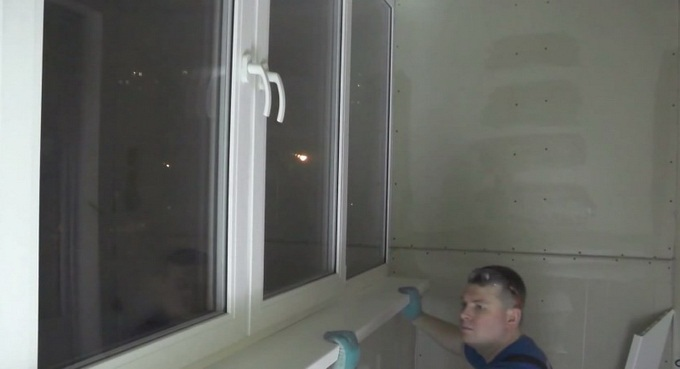как установить подоконник пвх на балконе