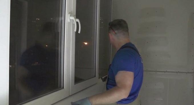 як закріпити підвіконня на балконі